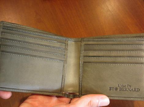 リスシオ 二つ折り財布